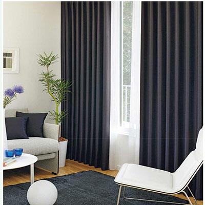 Sự kết hợp hài hòa giữa rèm cửa sổ và nội thất giúp không gian trở nên snag trọng