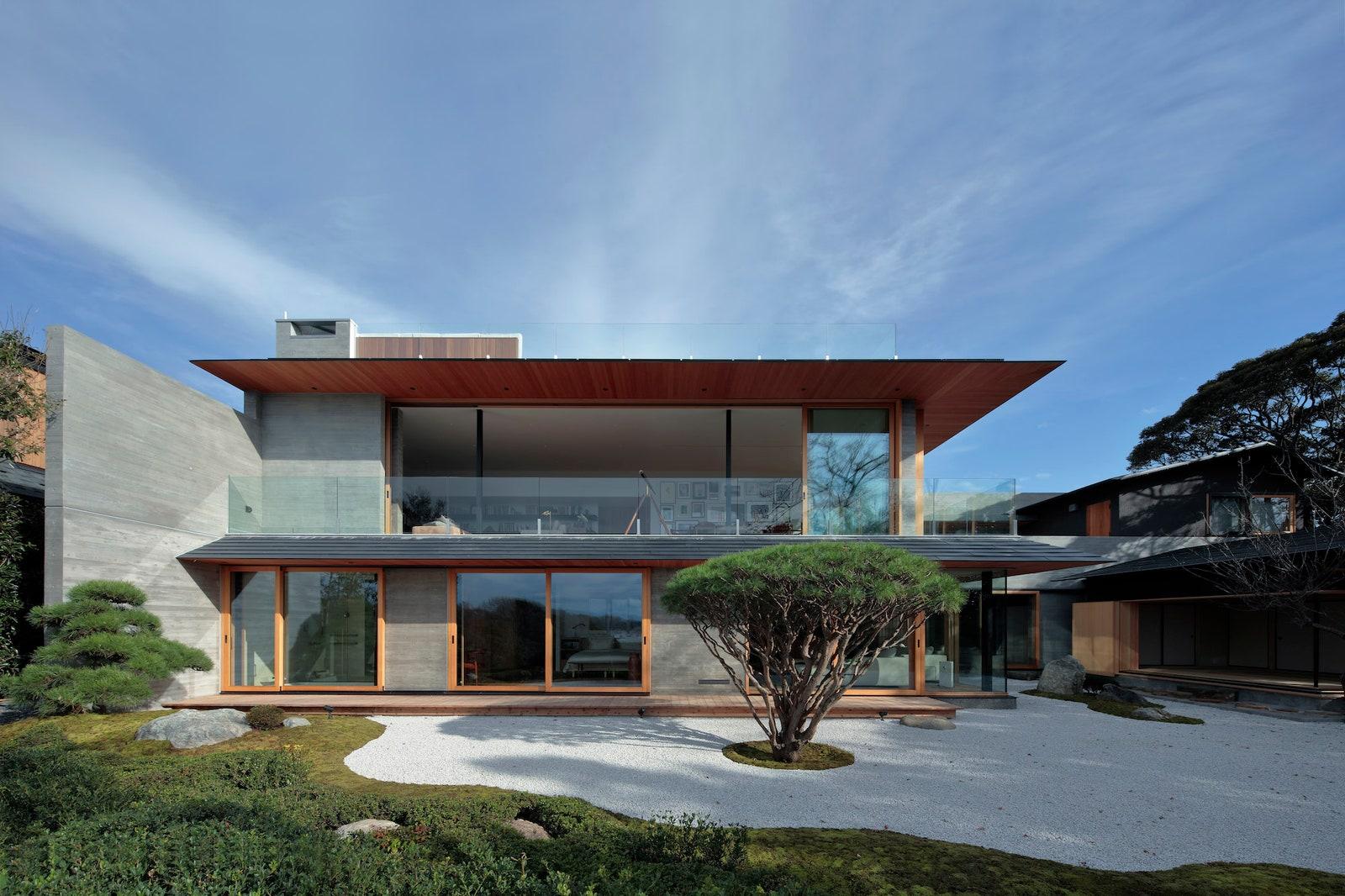 Hình dáng bên ngoài của ngôi nhà hiện đại và truyền thống Nhật Bản