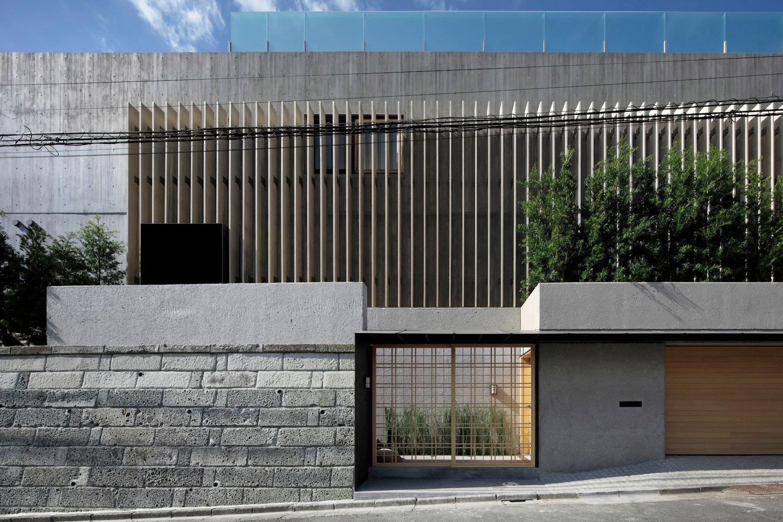 Nét hiện đại của ngôi nhà có sự kết hợp giữa tuyền thống và hiện đại